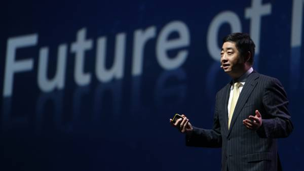 Huawei Rotating CEO Ken Hu: Building Intelligent Networks and Reshaping the World with Mobile
