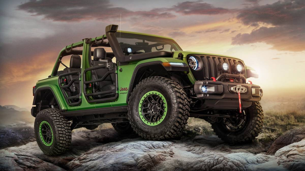 Mopar Is Showcasing A Selection Of Its 200 Plus Product Portfolio For The All New 2018 Jeep Wrangler With Pair Personalized Vehicles On Display During