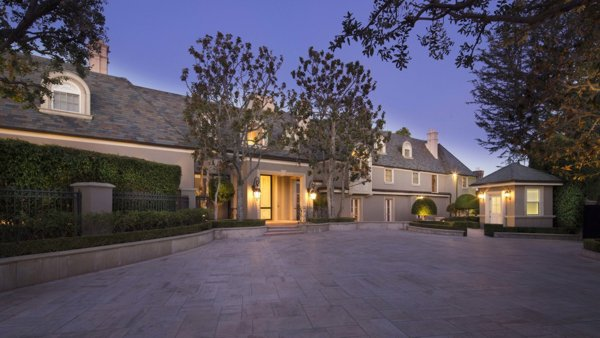 Estate in the Flats of Beverly Hills at a record-setting price enters market