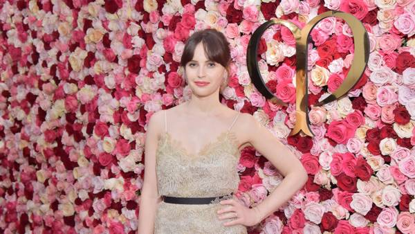 Cle de Peau Beaute, Felicity Jones