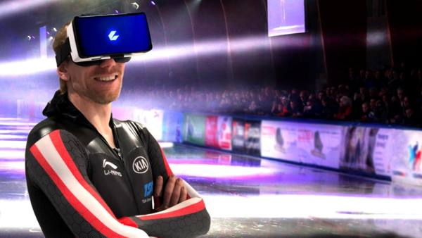 World record holder Ted-Jan Bloemen in CEEK virtual reality headset (CNW Group/CEEK VR, Inc