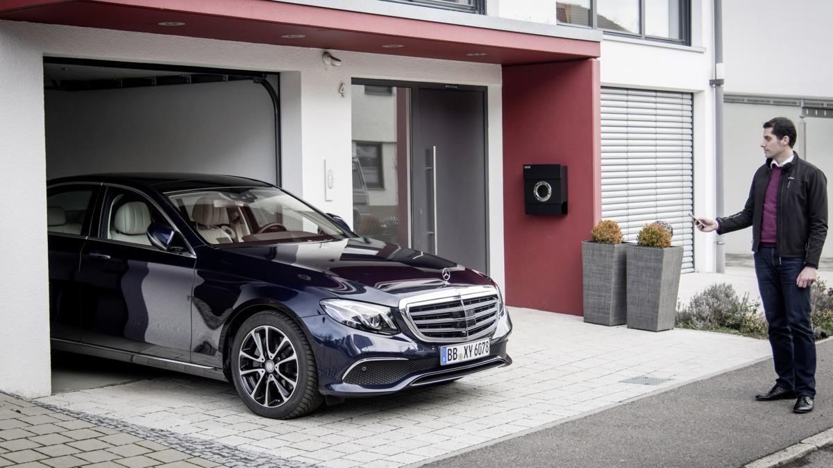 Mercedes-Benz Remote Parking Pilot: For this first time, this system allows the vehicle to be moved into and out of garages and parking spaces remotely using a smartphone app, enabling the occupants to get into and out of the car easily, even if space is very tight.