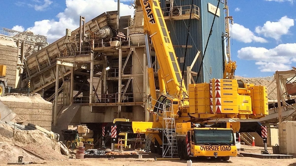 Wagstaff Crane is one of the few companies in the U.S. that have a 900 Ton LIEBHERR Crane.