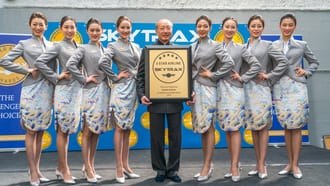 Hainan Airlines - Chairman of HNA Group Chen Feng and the SKYTRAX 5-Star Airline Award